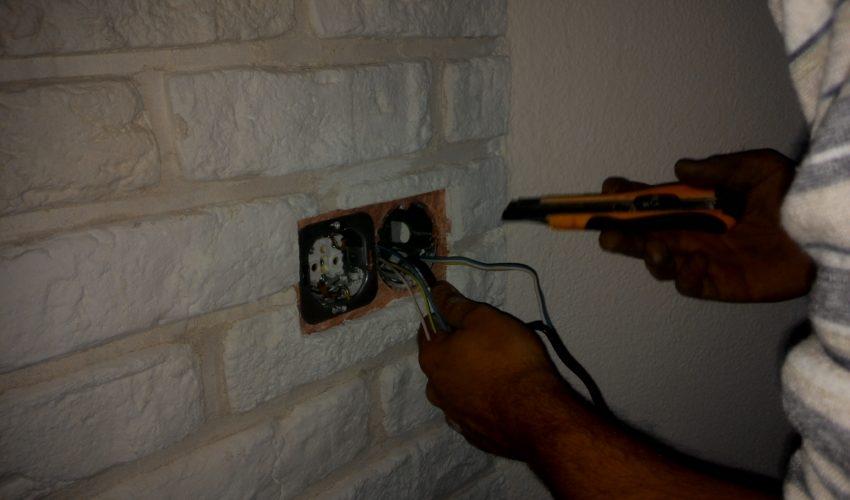 Установка розетки в бетонной стене